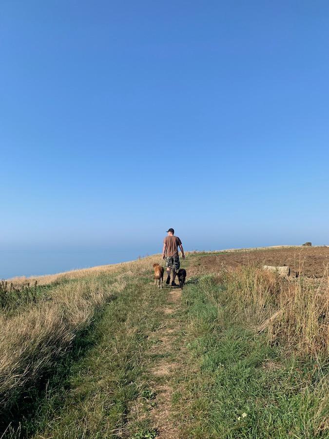 Spazieren entlang der Klippen in der Haute Normandie, 50 Meter über der Küste
