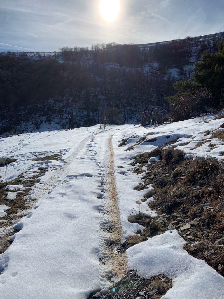 Schnee auf der Fahrbahn, darunter Eis: Offroad auf Schnee und Eis