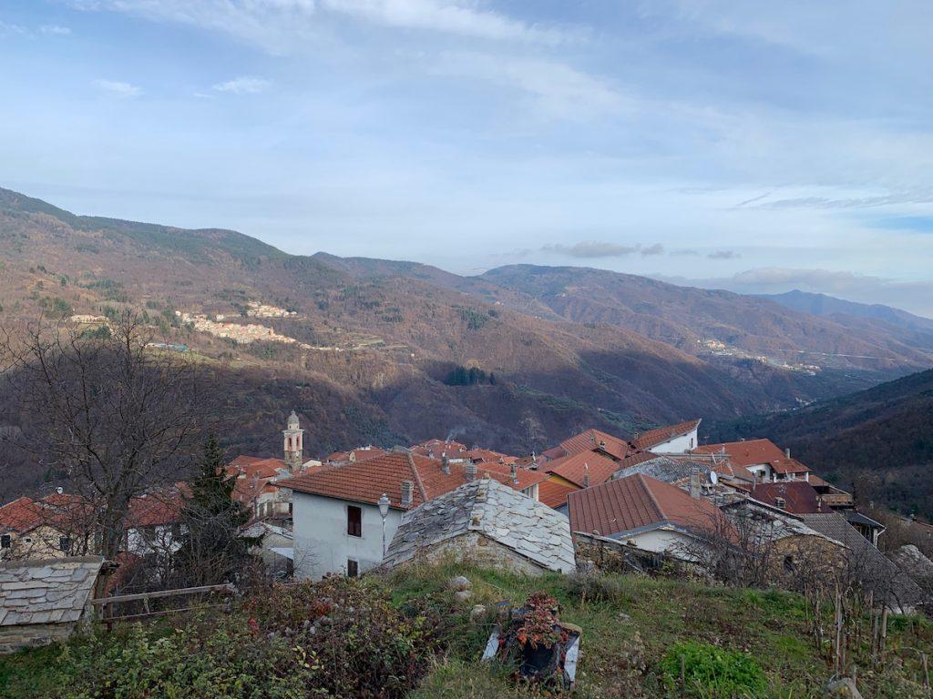 Montegrasso Pian Latte in Ligurien mit herrlicher Aussicht