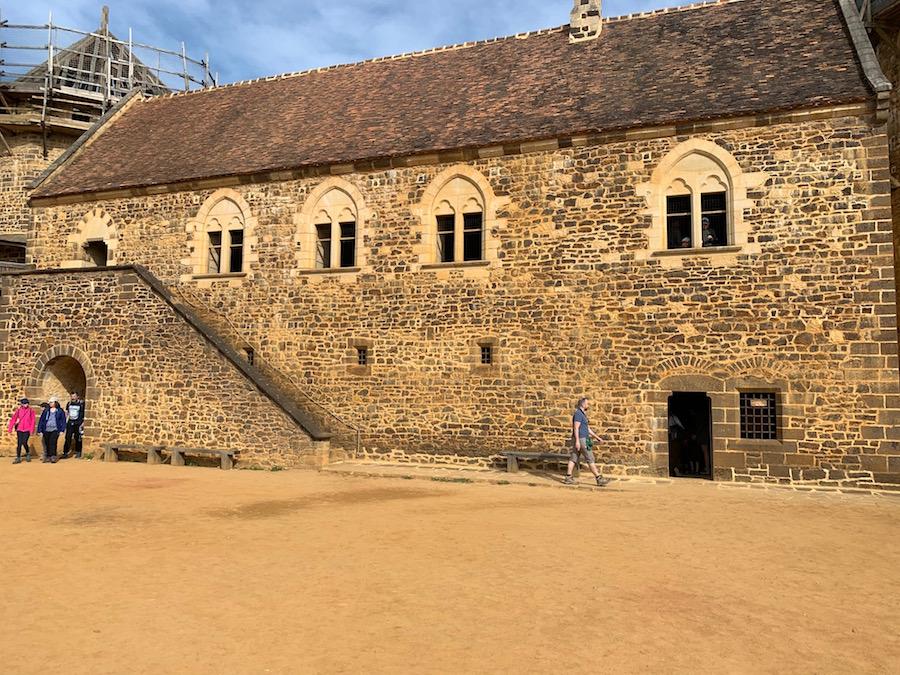 Der Innenhof des Chateau Guédelon