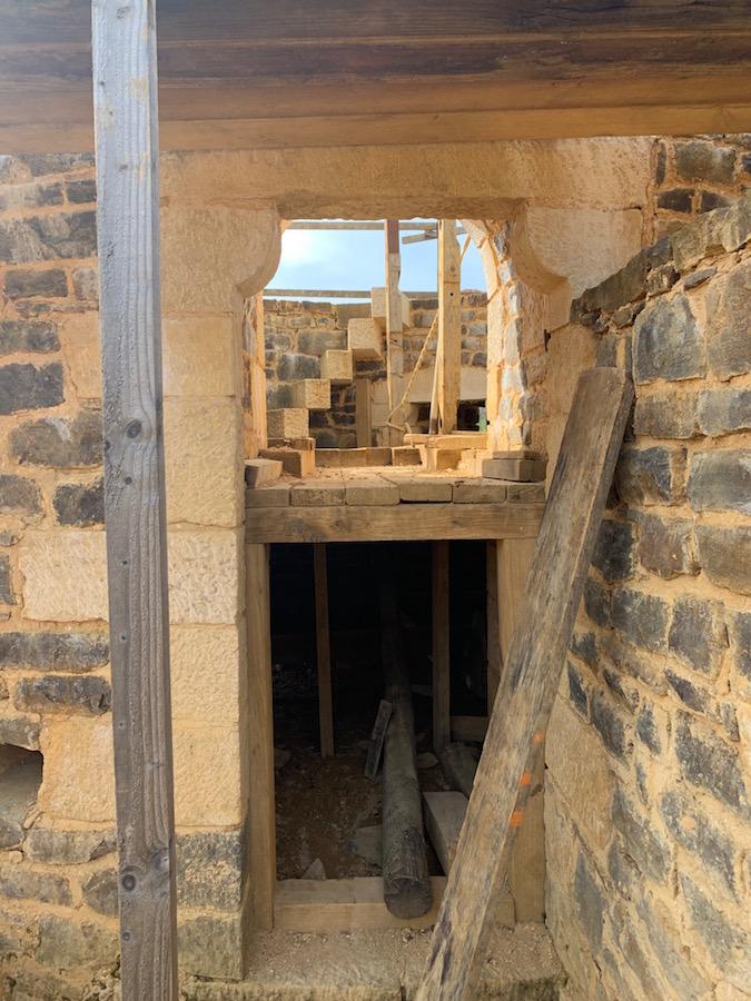 Einer der Türme auf dem Chateau Guédelon