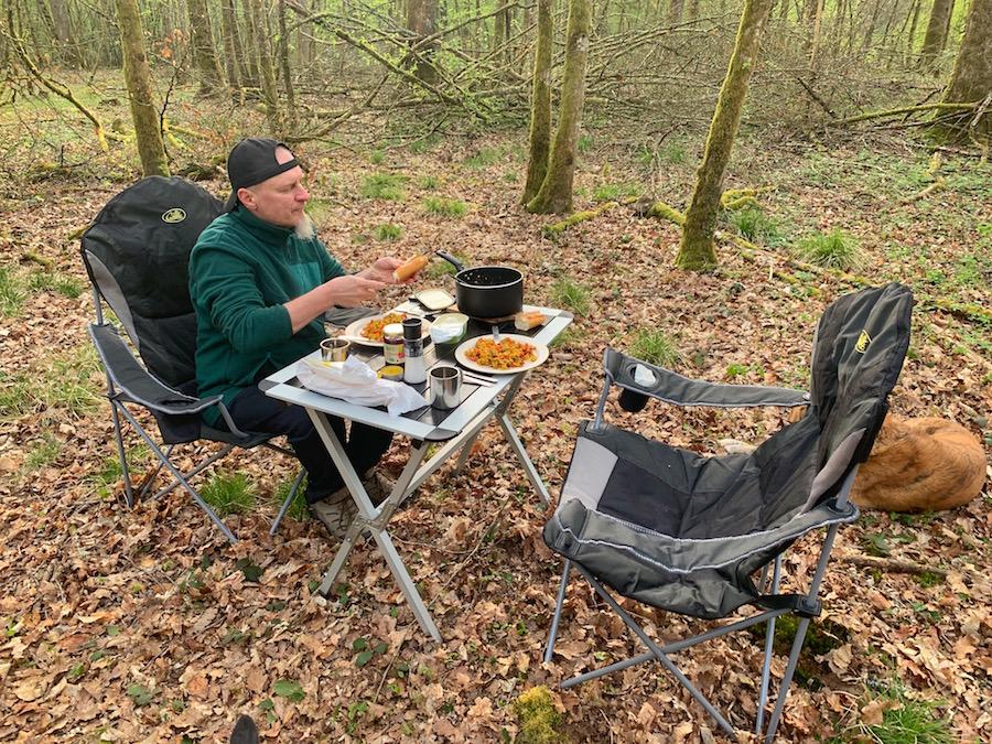 Offroad Trip durch Frankreich, Frühstück im Wald mit Tofu Scramble