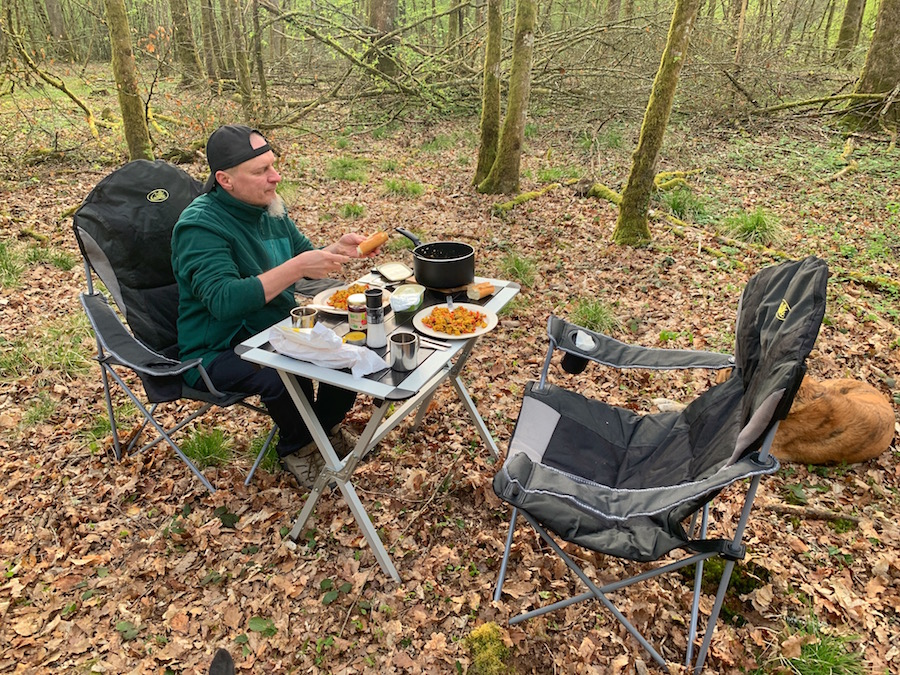 Offroad trip to France, beautiful camping spot in the middle of the forest in the Vosges. Breakfast with Tofu Scramble.