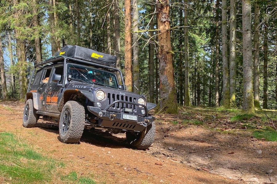 Mit dem Jeep Wrangler offroad unterwegs, fernab der Zivilisation