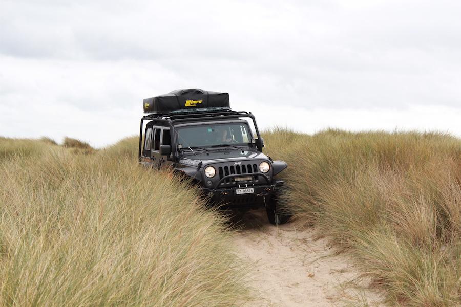 Rideout in die Dünen neben der Küste der Basse Normandie