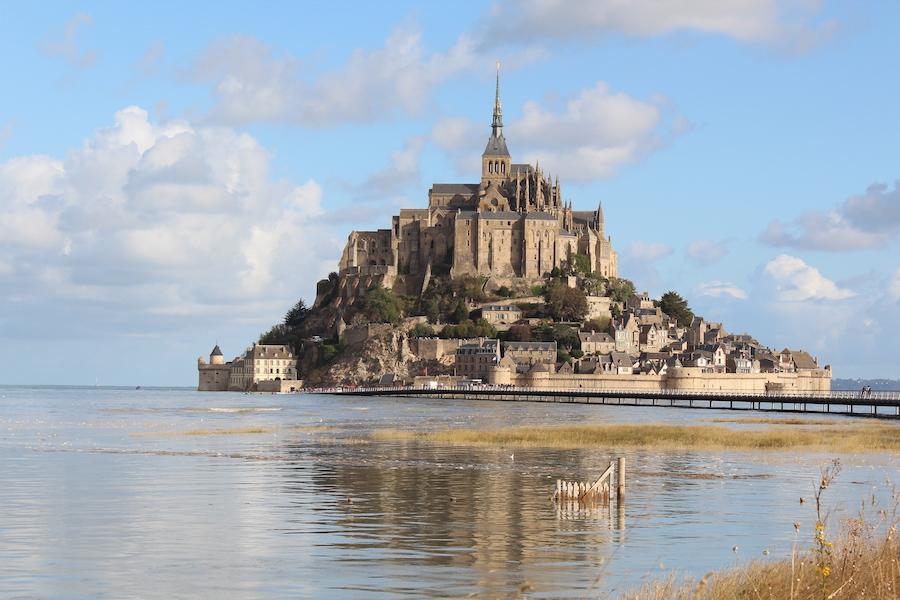 Lediglich eine halbe Stunde später ist das Gatter vor dem Mont Saint-Michel komplett unter Wasser