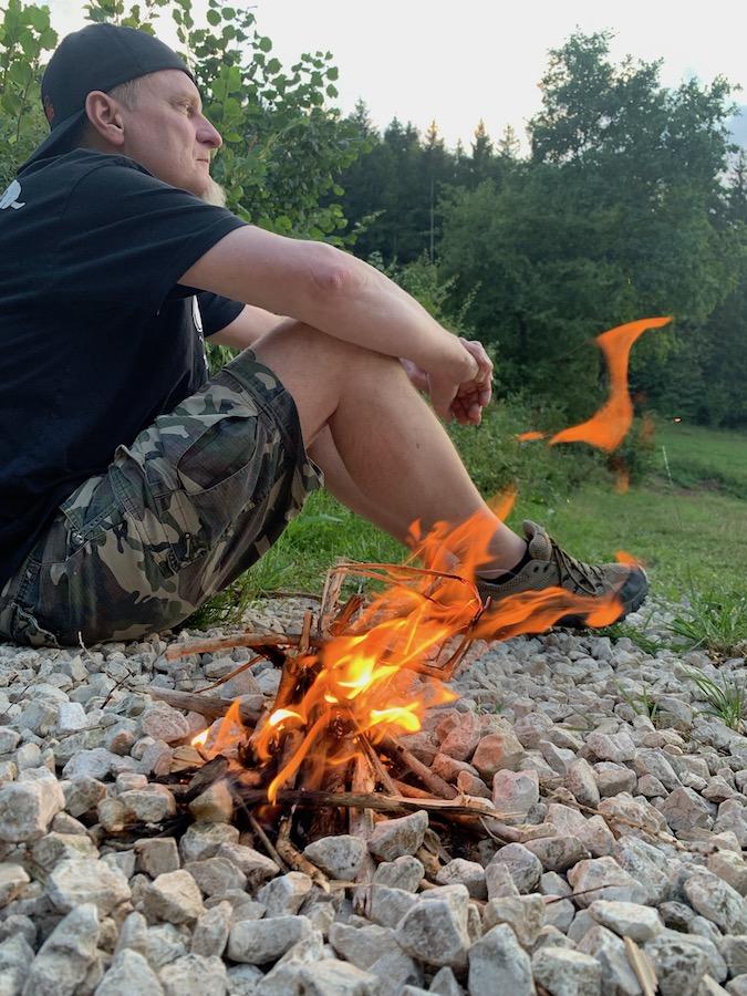 Gemütliches kleines Lagerfeuer in Bayern