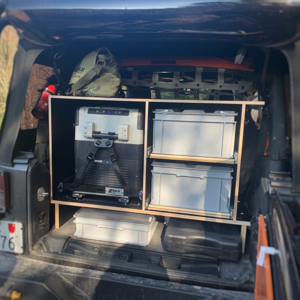 Der Camping Ausbau in unserem Jeep Wrangler ist fertig und bereit zum Campen!