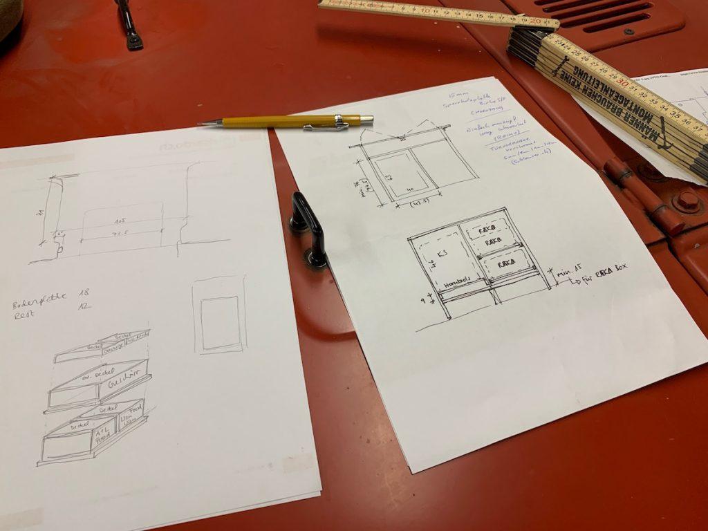 Skizzen vom DIY Camping Möbel bevor wir alles im CAD aufzeichnen