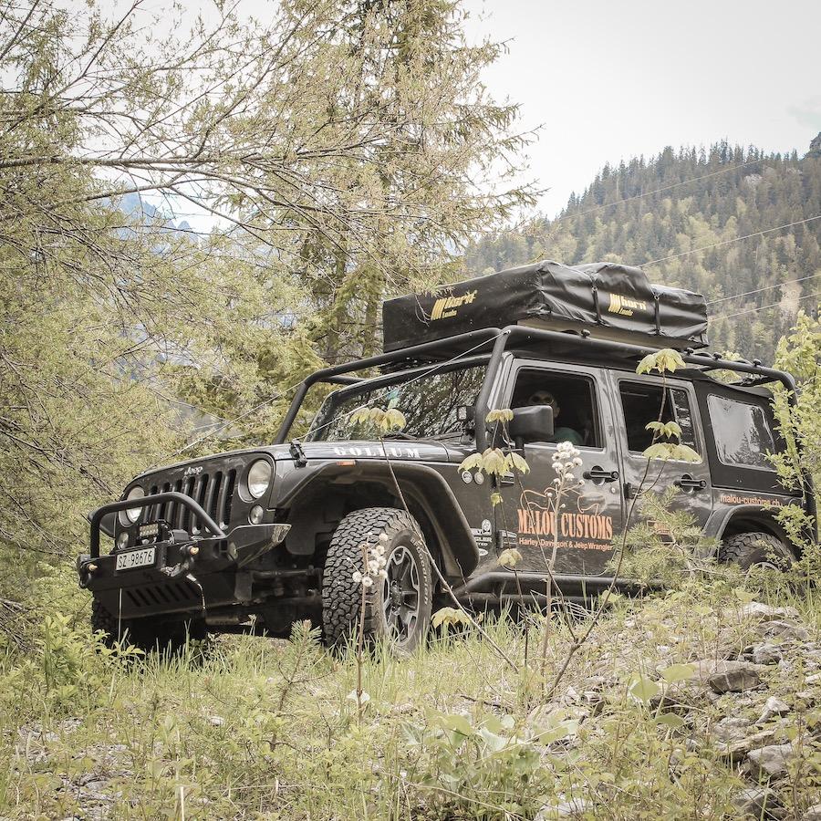Jeep JKU Rubicon mit Dachzelt, bereit fürs Overlanding. Overlanding Kurztrip Italien und Slowenien