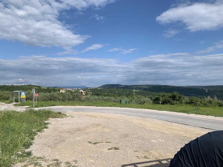 Schöne Aussicht währenddem Alex den Jeep untersucht. Overlanding Kurztrip Italien und Slowenien