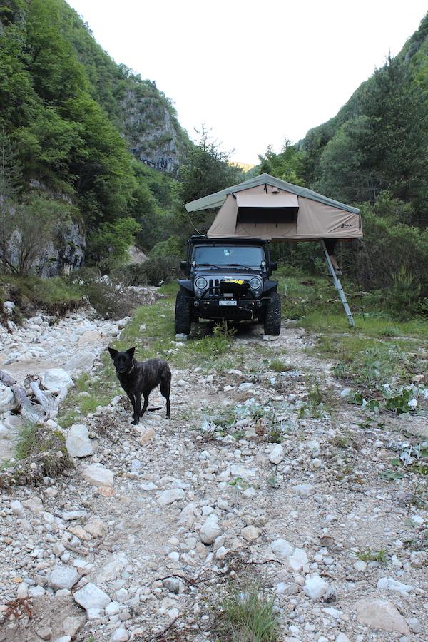 Camping mit Dachzelt in Italien