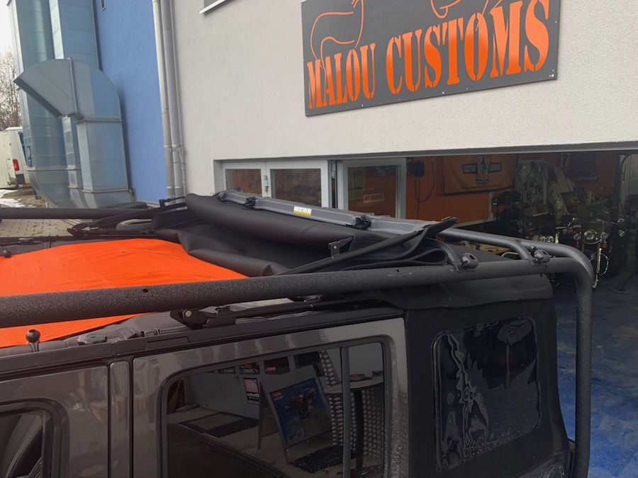 Without the rails in front, we can even open the Softtop