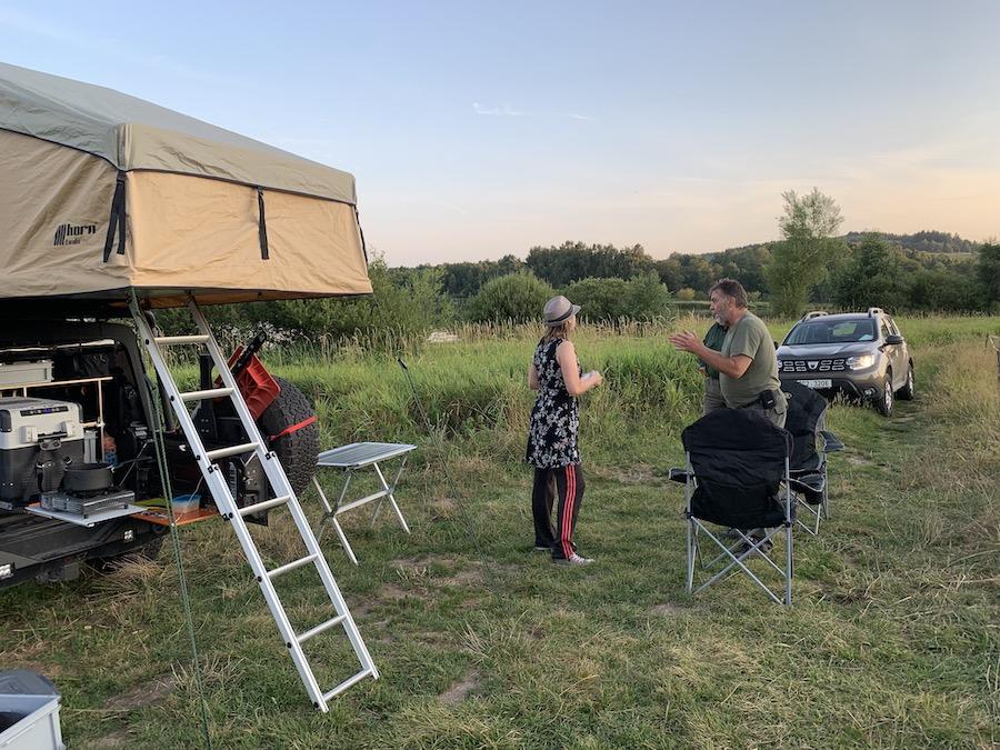 Diskussion mit tschechischen Park Rangers am Stausee Lipno in Südböhmen