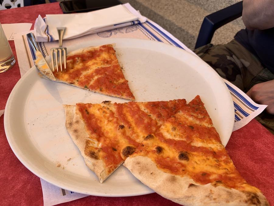 Simple and delicious. Pizza Marinara, the vegan alternative in Italy.