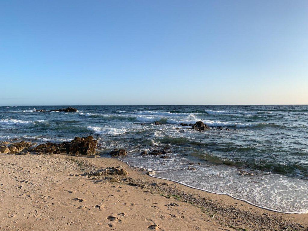 Strand beim Campingplatz in Batz-Sur-Mer an der südlichen Küste der Bretagne. Oder bereits Pays-de-la-Loire